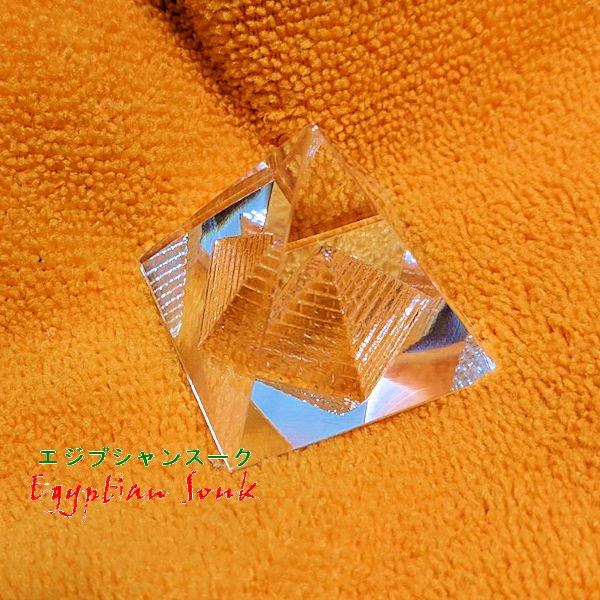 ガラスクリスタルピラミッド